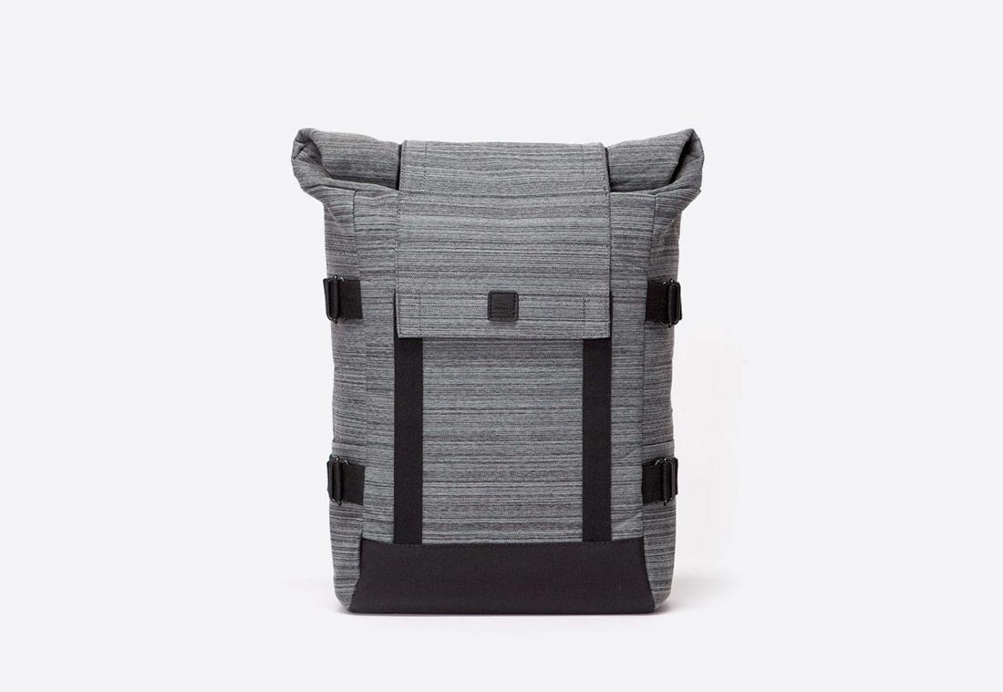 Ucon Acrobatics — Braxton Backpack — batoh roll-top — recyklovaný z PET — šedý — se vzorem