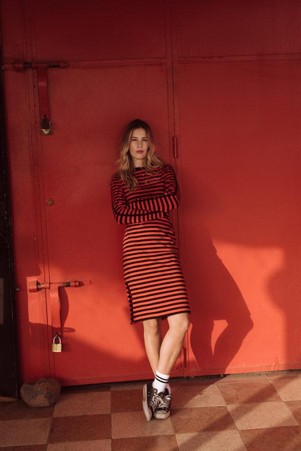 Femi Stories — proužkované šaty s rukávy — červené, černé — podzim/zima 2018