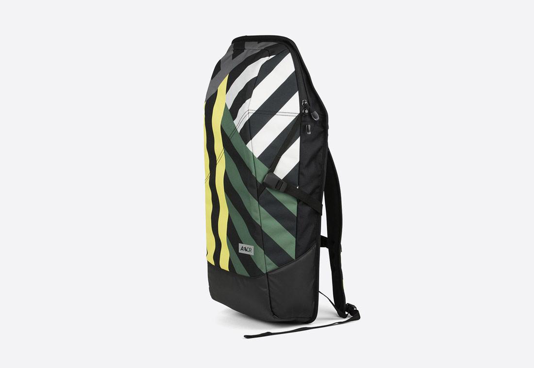 Aevor Daypack – Stripeoff Blue Range – pruhovaný batoh – zelený, šedý, žlutý, černý