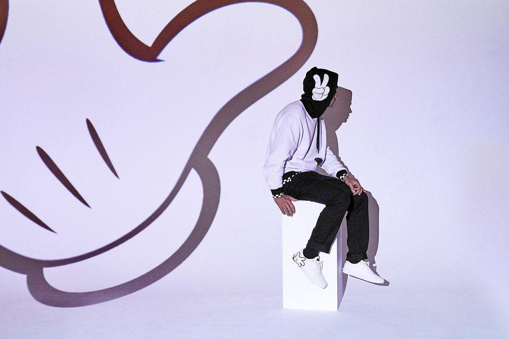 Vans x Disney — Mickey Mouse — bílé boty Old Skool — bílá mikina s kapucí