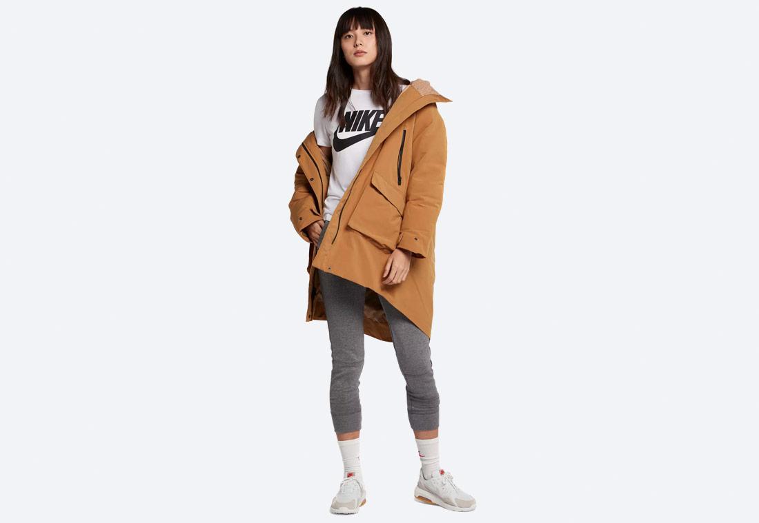 Nike Sportswear Tech Pack Down-Fill — zimní bunda s kapucí — dámská parka — hnědá, písková — brown women's winter jacket