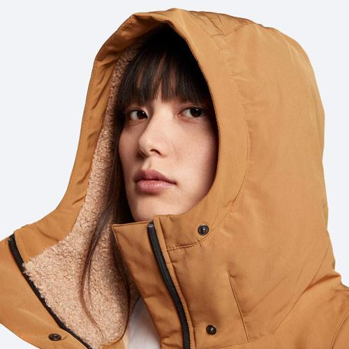 Nike Sportswear Tech Pack Down-Fill — dámská parka — zimní bunda s kapucí — detail kapuce