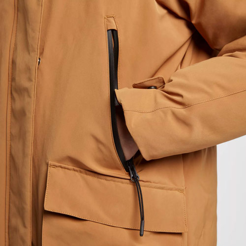Nike Sportswear Tech Pack Down-Fill — dámská parka — zimní bunda s kapucí — detail kapsy