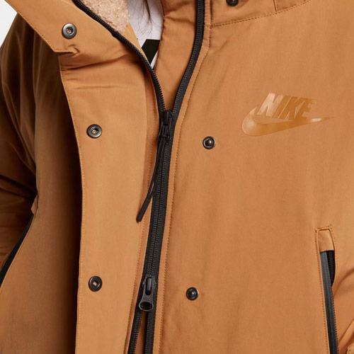 Nike Sportswear Tech Pack Down-Fill — dámská parka — zimní bunda s kapucí — detail zapínání