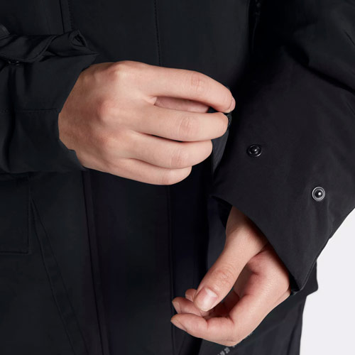 Nike Sportswear Tech Pack Down-Fill — dámská parka — zimní bunda s kapucí — detail rukávu