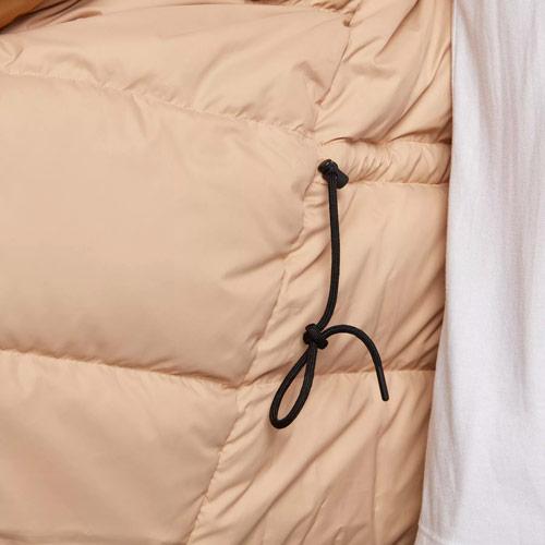 Nike Sportswear Tech Pack Down-Fill — dámská parka — zimní bunda s kapucí — detail stažení