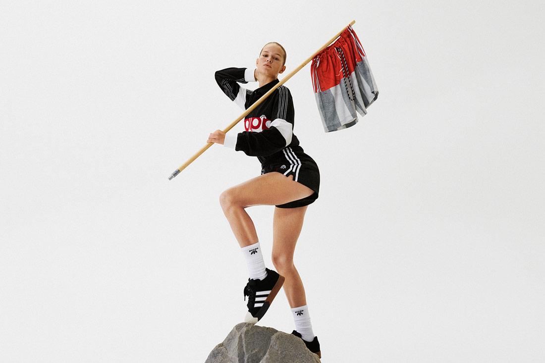 adidas Originals by Alexander Wang — dámské černé šortky — černá mikina — boty Skate Super Shooes — Season 4 — lookbook