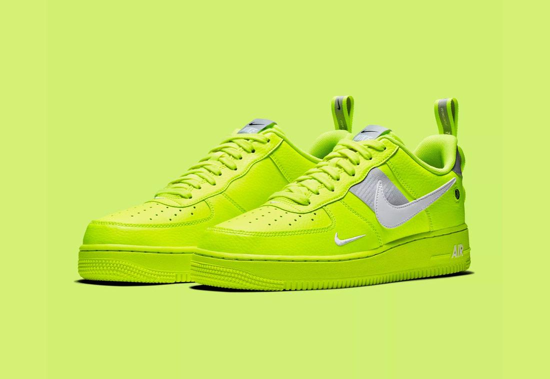 Nike Air Force 1 '07 LV8 Utility — pánské boty — tenisky — sneakers — křiklavé žluto-zelené (yellow-green)