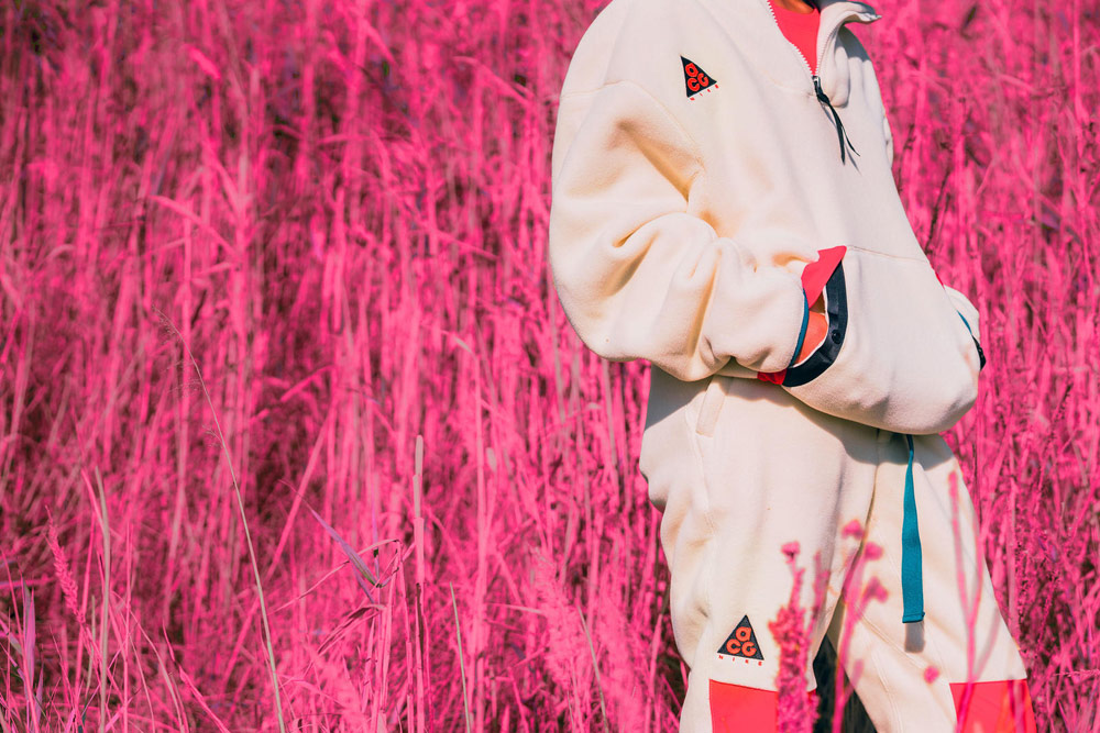 Nike ACG — bílá dámská fleecová bunda, kalhoty — outdoorové městské oblečení, boty, doplňky — zima 2018