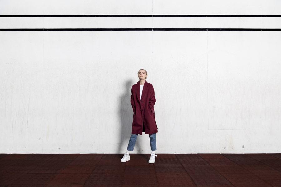 Selfhood — dámský kabát — vínově červený
