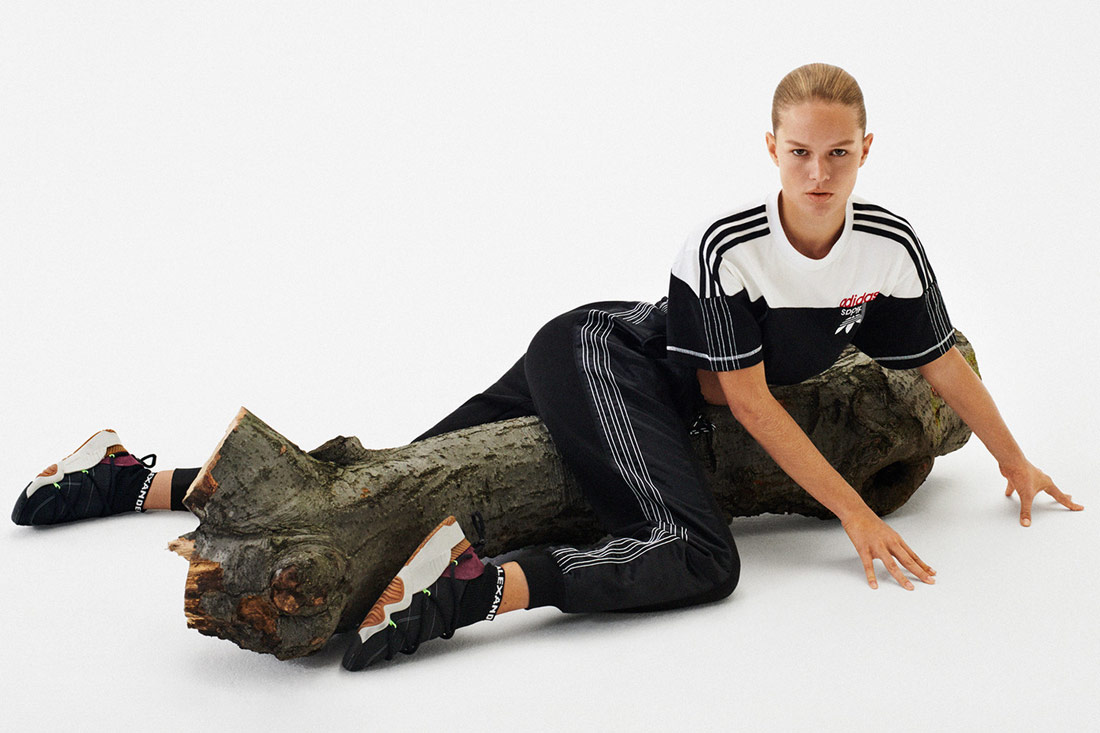 adidas Originals by Alexander Wang — černé tepláky — bílo-černé tričko — boty Puff Trainer Shoes — Season 4 — lookbook
