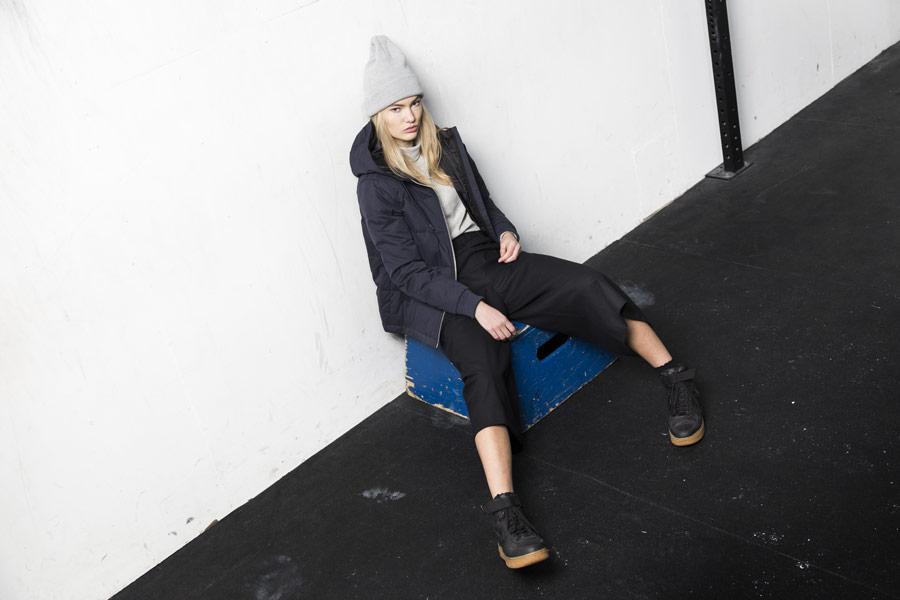 Selfhood — prošívaná zimní bunda s kapucí — dámská — tmavě modrá