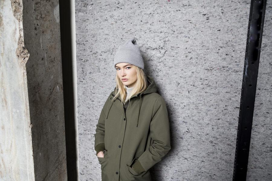 Selfhood — zimní bunda s kapucí — parka — dámská — olivově zelená