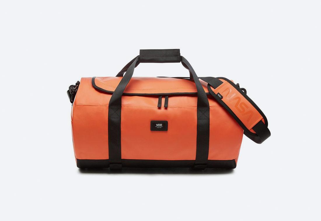 Vans x NASA — Space Voyager Grind Skate Duffel Bag — oranžová cestovní taška NASA — batoh