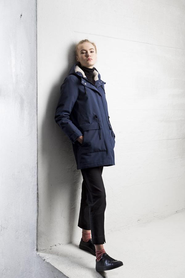 Selfhood — zimní bunda s kapucí s kožešinou — parka — dámská — námořnická tmavě modrá