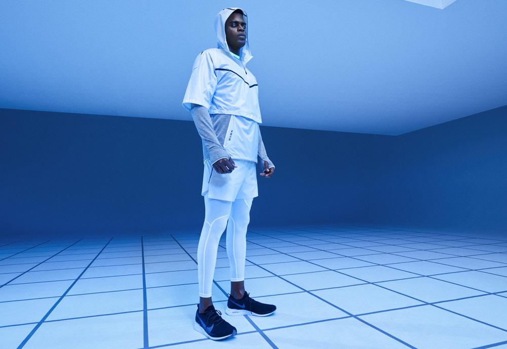 Nike Tech Pack Spring 2019 — sprotovní oblečení — pánské bílé běžecké legíny — bílý pullover s kapucí