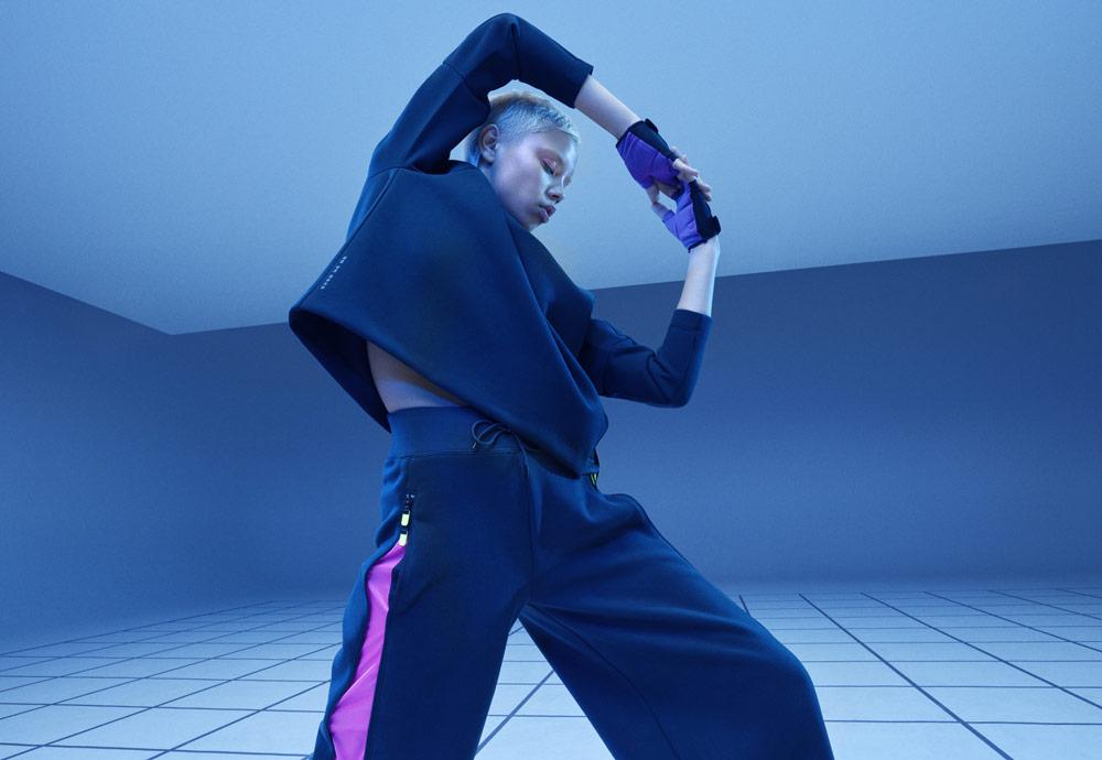 Nike Tech Pack Spring 2019 — sprotovní oblečení — dámské široké tepláky — krátká mikina bez kapuce