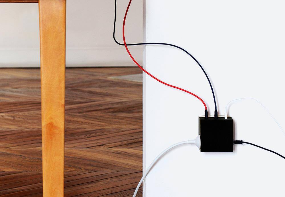 Usbepower Hide — USB nabíječka — designová, hranatá — černá — 3 porty typu A, 2 síťové zásuvky