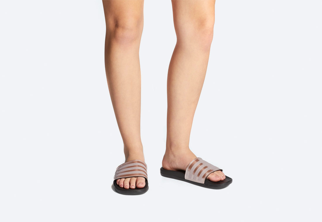 adidas Originals Adilette Cloudfoam Plus Explorer — pantofle — dámské — nazouváky — zlaté