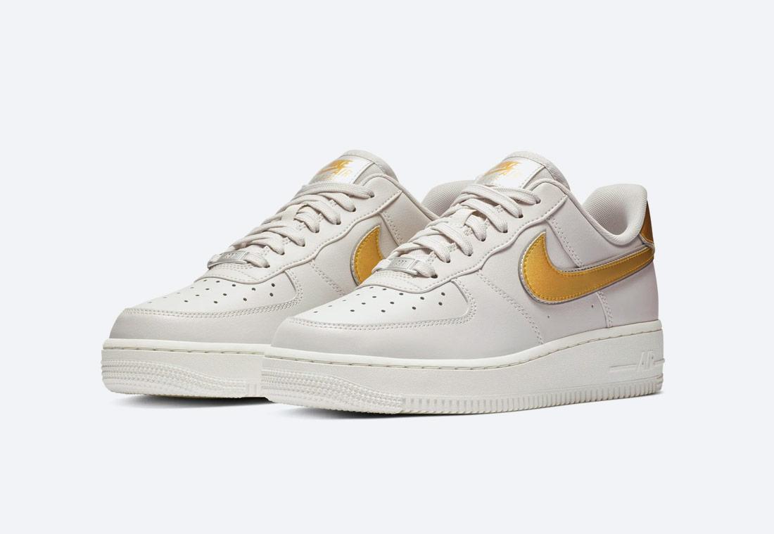 Nike Air Force 1 '07 Metallic — dámské boty — tenisky — sneakers — bílé — duhové, zlaté