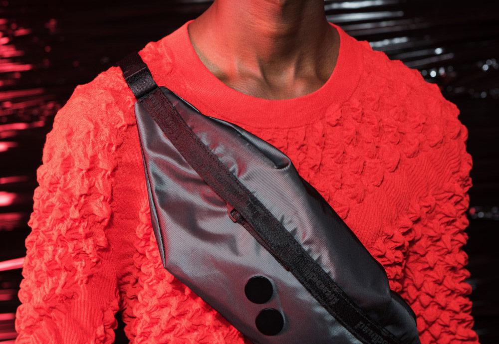 Batohy a ledvinky pinqponq ze šanžánu červené a temně šedé barvy