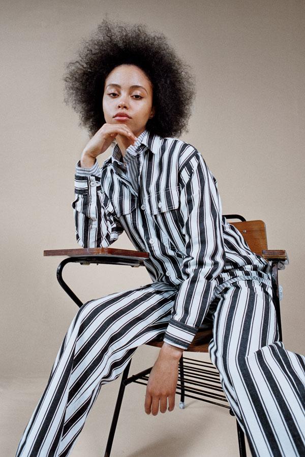 Carhartt WIP — proužkovaná černo-bílá dámská košile — proužkované černo-bílé široké dámské kalhoty — lookbook jaro/léto 2019