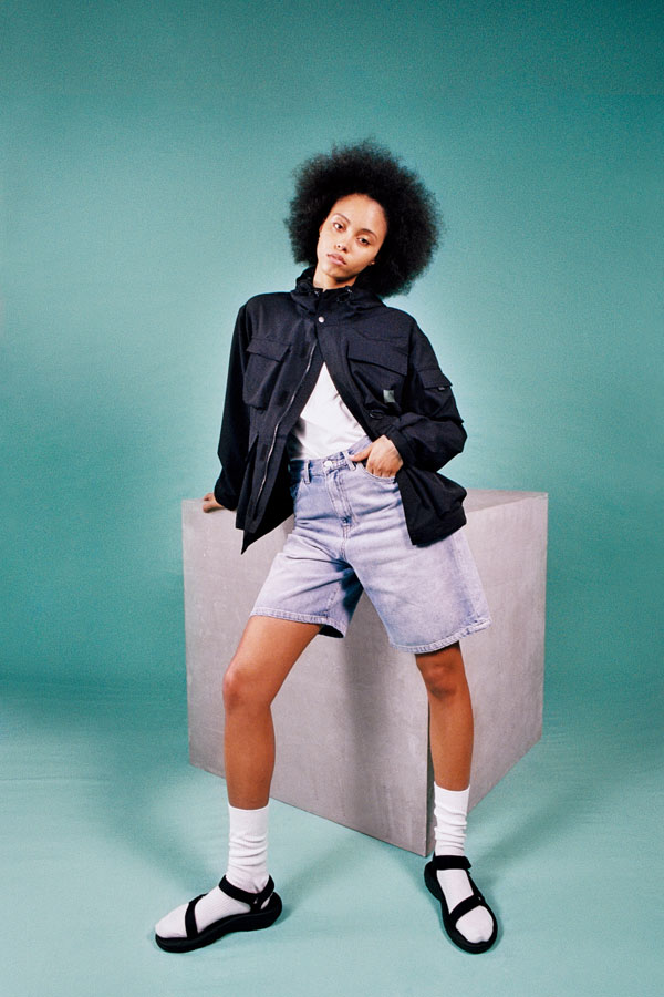 Carhartt WIP — dámské džínové šortky — dámská černá bunda do pasu s kapsami — lookbook jaro/léto 2019
