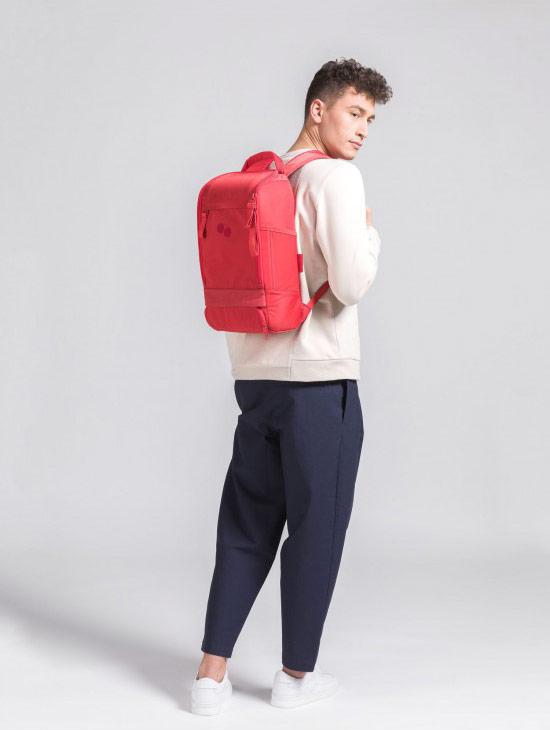 pinqponq Cubik Medium — Sharp Ruby — Changeant — červený batoh — městský — outdoor