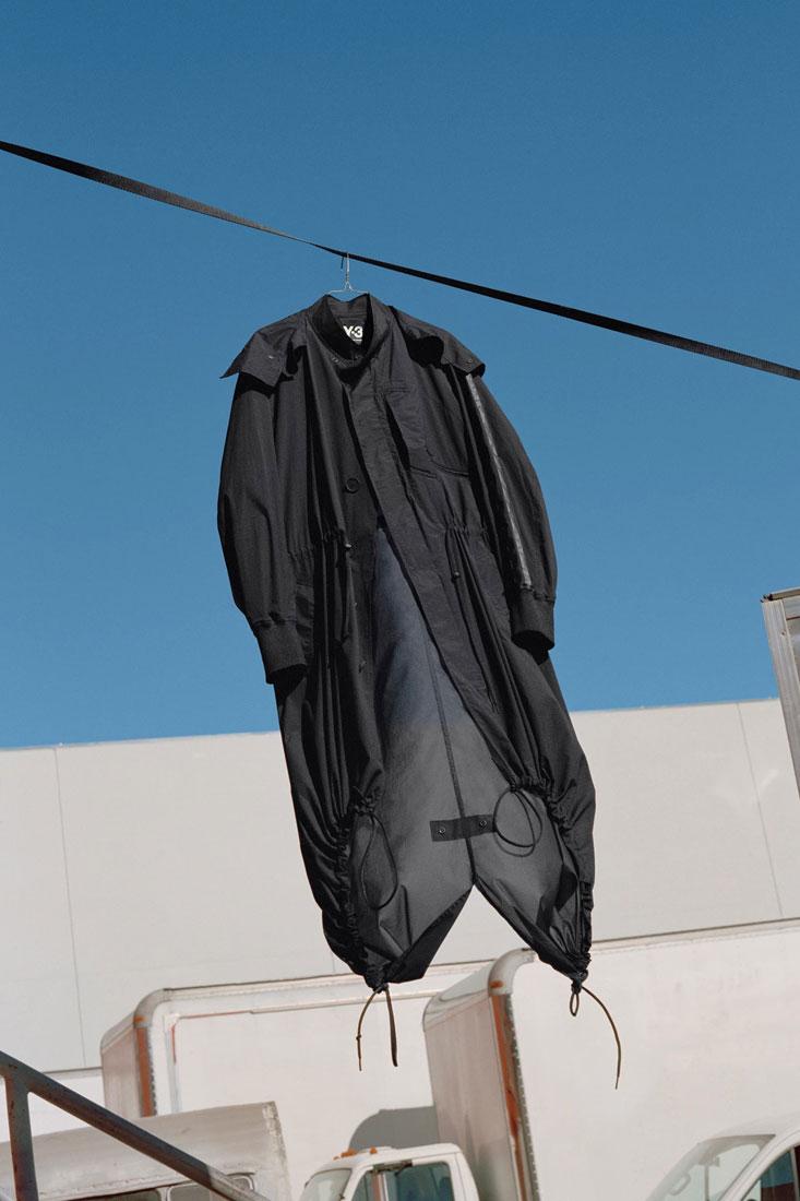 Y-3 — černá dlouhá bunda, parka, plášť — Yohji Yamamoto x adidas — lookbook — spring/summer — jaro/léto 2019