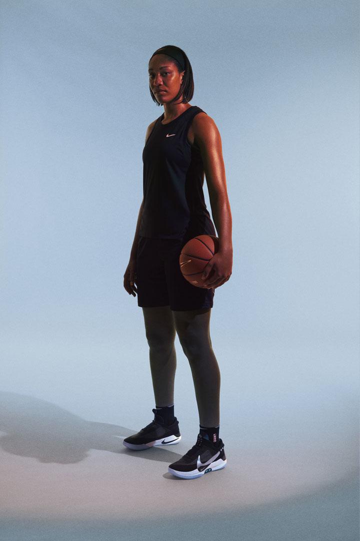 Nike Adapt BB — basketbalové boty — samošněrovací — svítící, elektronické — Hi-Tech basketball sneakers — sportovní obuv — look 02