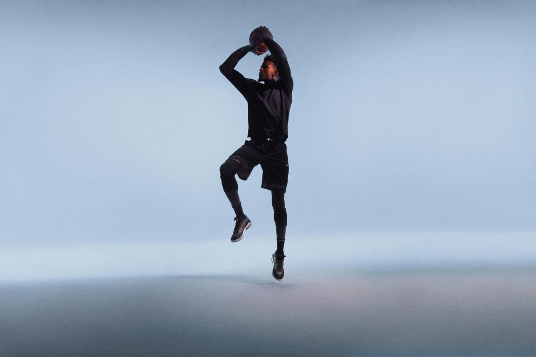 Nike Adapt BB — basketbalové boty — samošněrovací — svítící, elektronické — Hi-Tech basketball sneakers — sportovní obuv — look 04