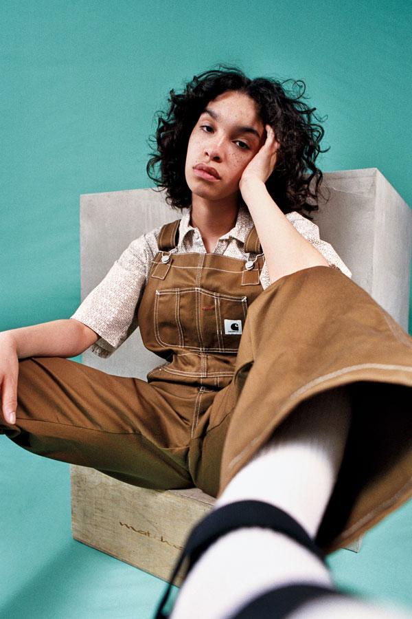 Carhartt WIP — hnědé lacláče — dámský overal s širokými nohavicemi — lookbook jaro/léto 2019