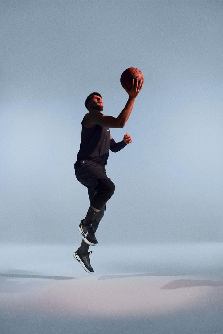 Nike Adapt BB — basketbalové boty — samošněrovací — svítící, elektronické — Hi-Tech basketball sneakers — sportovní obuv — look 06