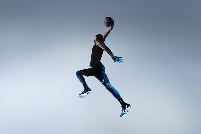 Nike Adapt BB — basketbalové boty — samozavazovací — svítící, elektronické — Hi-Tech basketball sneakers — sportovní obuv — look 07