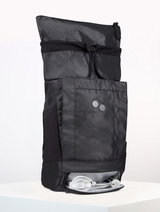 pinqponq Blok Medium — Silk Silver — Changeant — temně šedý batoh — městský — outdoor