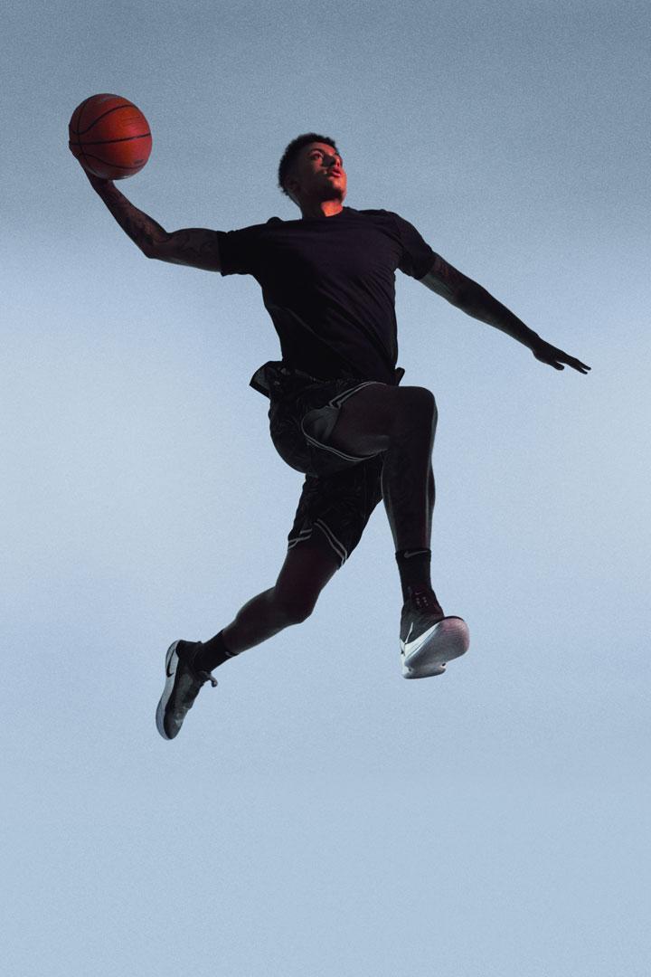 Nike Adapt BB — basketbalové boty — samozavazovací — svítící, elektronické — Hi-Tech basketball sneakers — sportovní obuv — look 09