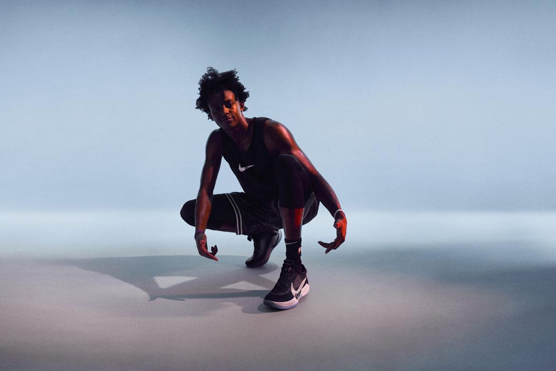 Nike Adapt BB — basketbalové boty — samošněrovací — svítící, elektronické — Hi-Tech basketball sneakers — sportovní obuv — look 10