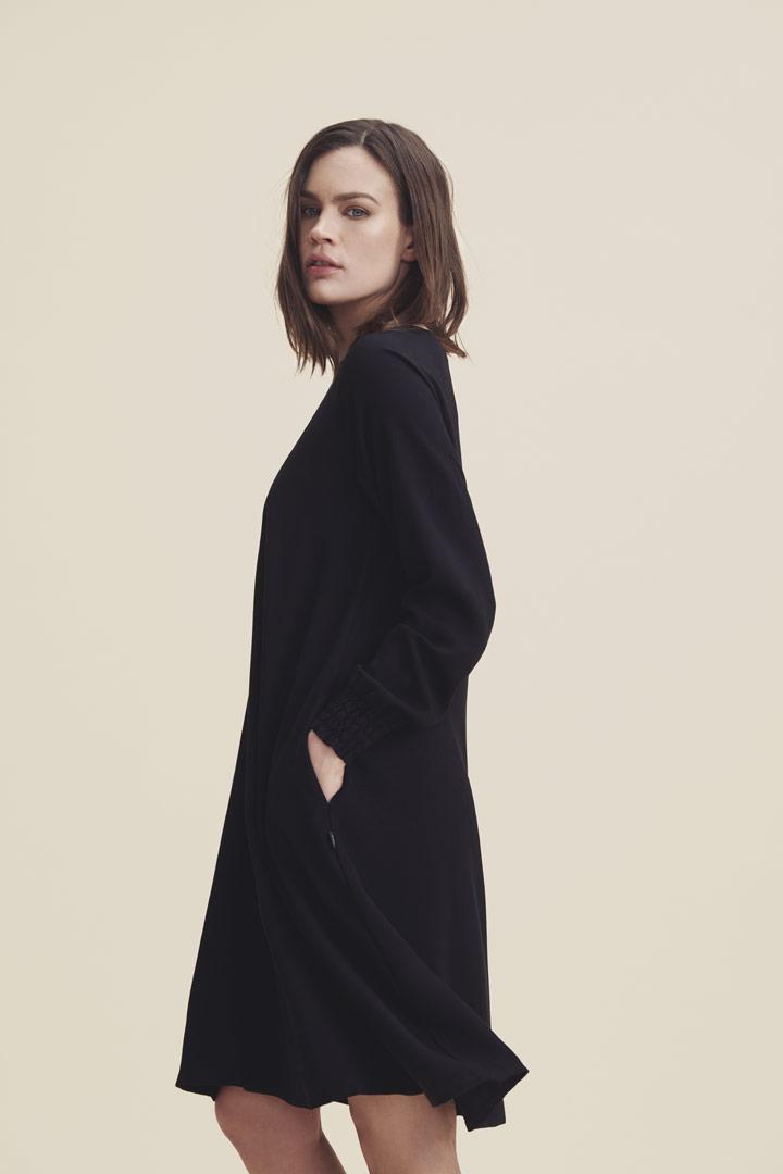 Makia — dámské jarní šaty ke kolenům — černé — jaro/léto 2019