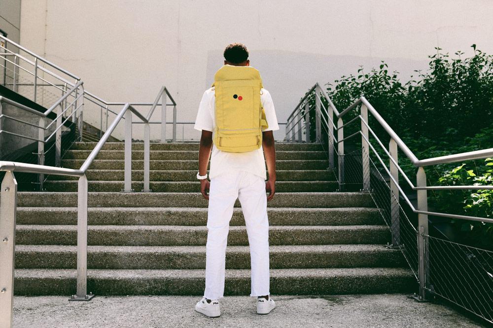 Pinqponq — žlutý batoh Blok — městský — street — recyklovaný z PET
