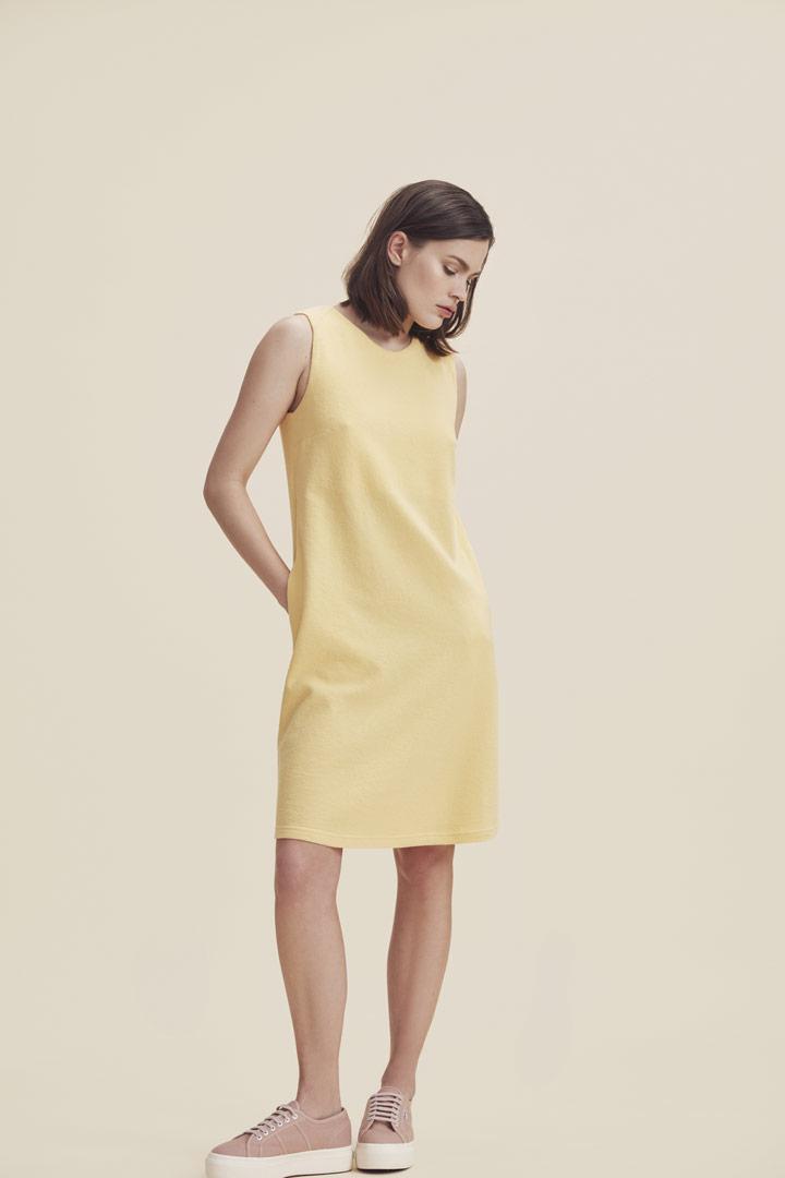 Makia — letní šaty nad kolena — žluté — minimalistické — jaro/léto 2019