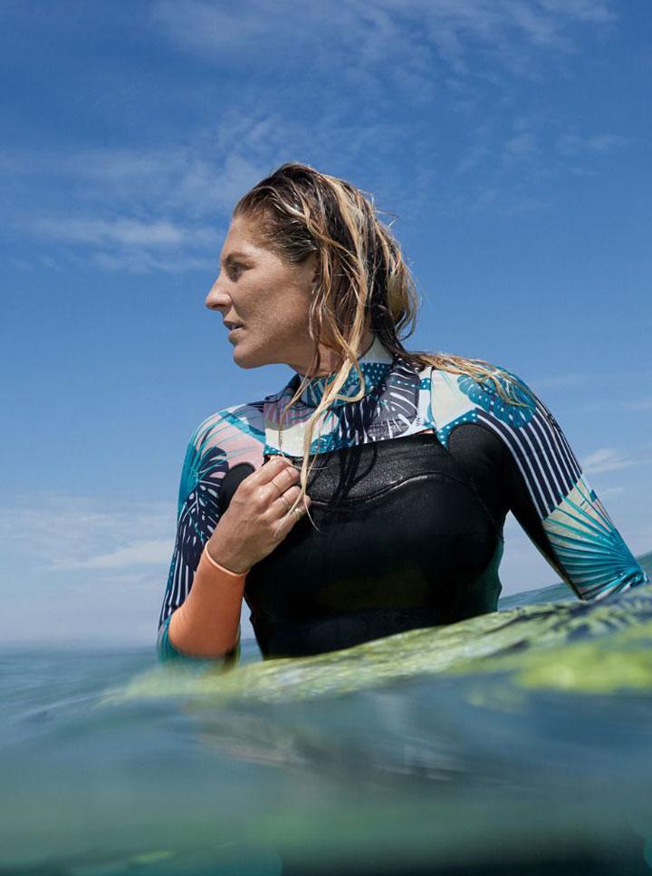 Roxy — Pop Surf 2019 — dámská neoprenová surfařská kombinéza s dlouhými rukávy — černá s barevným rostlinným vzorem — black wetsuit