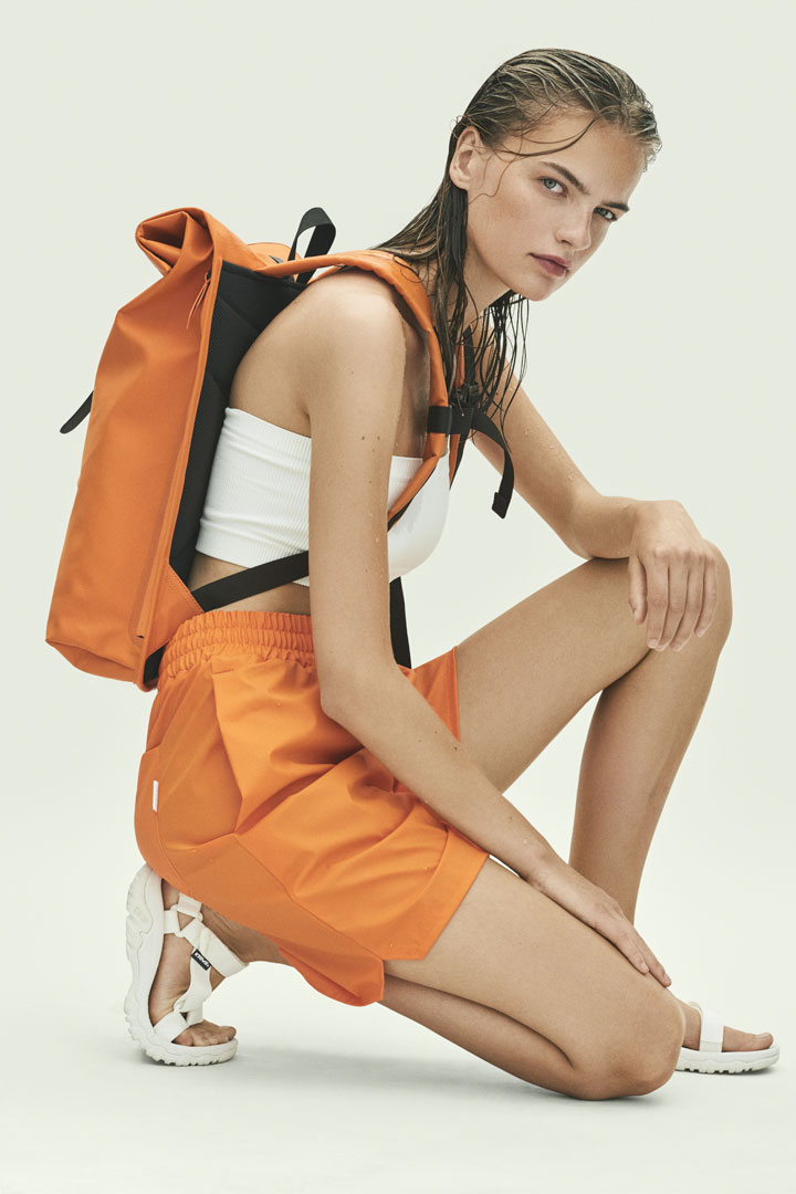 Rains — nepromokavý batoh — oranžový — waterproof backpack — SS19 Essential & Accessories