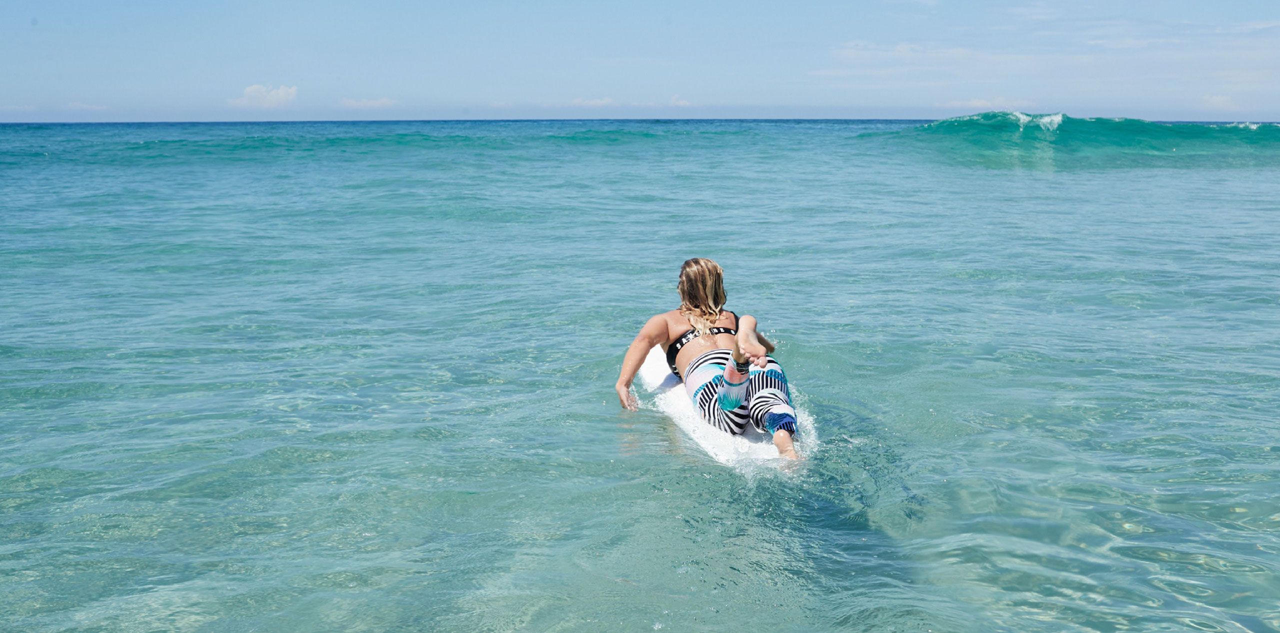 Roxy — Pop Surf 2019 — dámské surfařské legíny — podprsenka na plavání