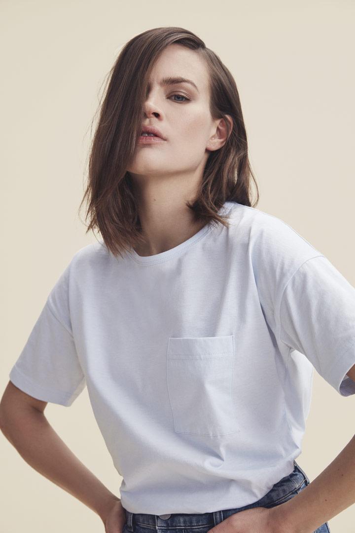 Makia — bílé tričko s kapsičkou — dámské — jaro/léto 2019