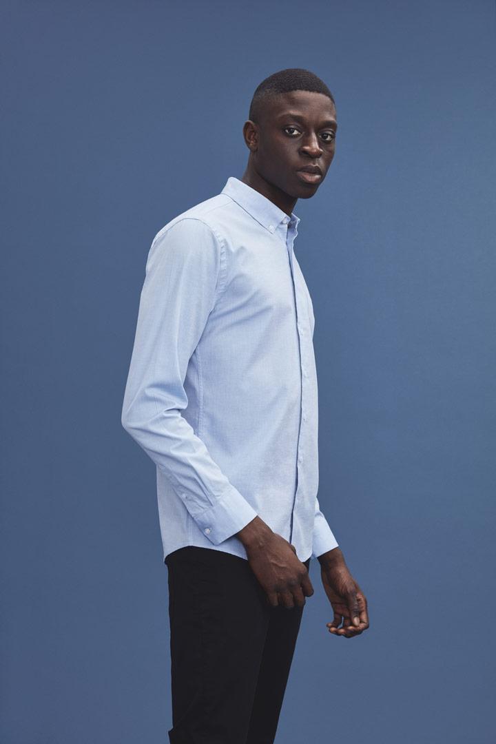 Makia — světle modrá košile s dlouhými rukávy — pánská — jaro/léto 2019