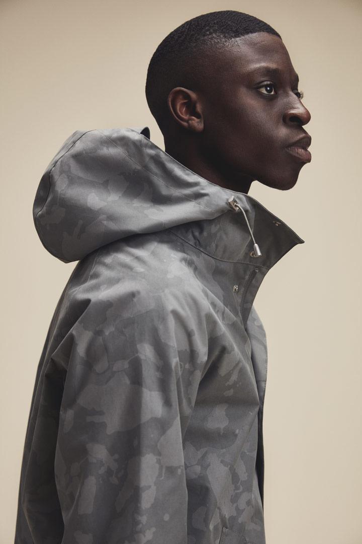 Makia — maskáčová bunda s kapucí — šedá — pánská — jaro/léto 2019