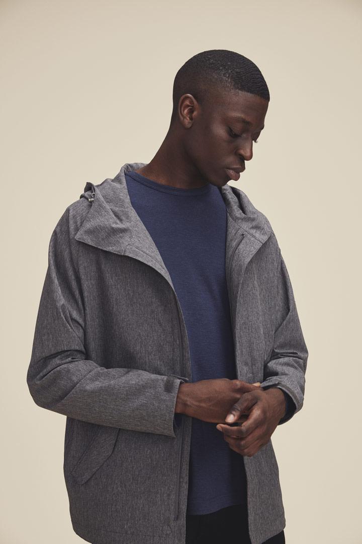 Makia — jarní šedá melírová bunda s kapucí — pánská — jaro/léto 2019