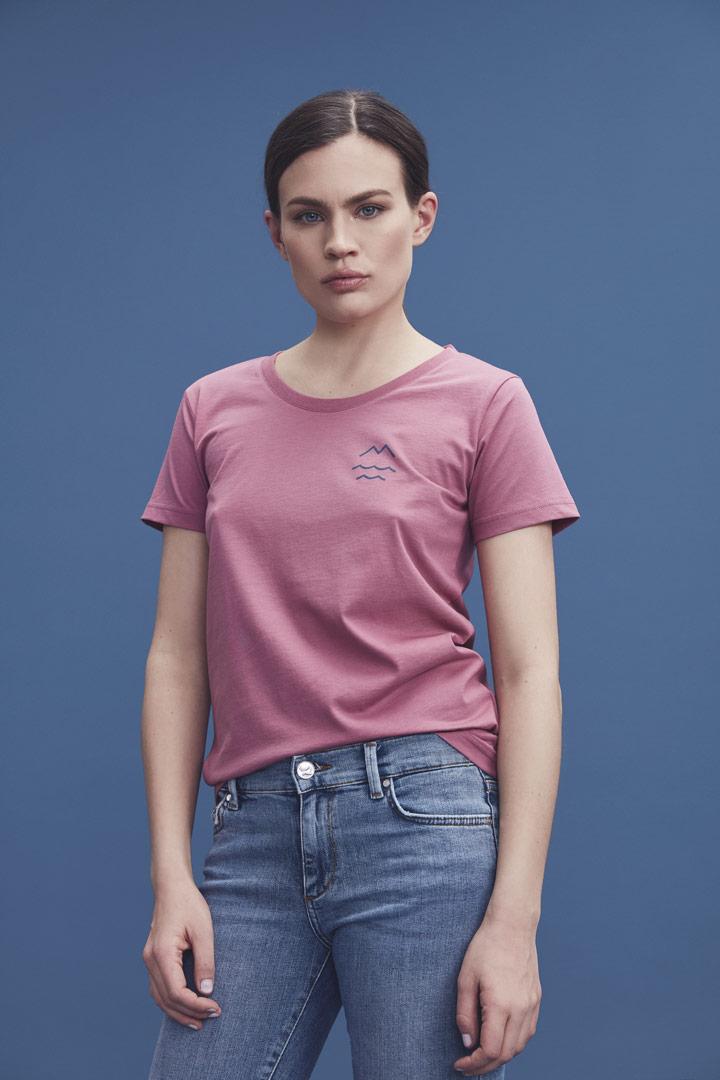 Makia — růžové tričko a malým potiskem — dámské — jaro/léto 2019