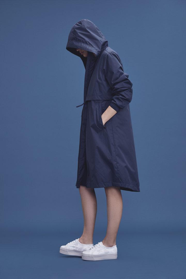 Makia — dlouhá modrá parka ke kolenům s kapucí — dámská jarní bunda — jaro/léto 2019