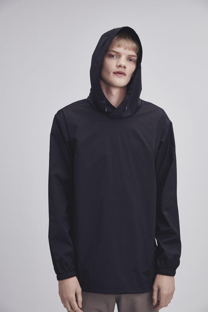 Makia — černý pullover s kapucí — pánský — jaro/léto 2019